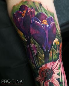 Stunning flower composition by Pro T-Ink #proteam artist @popotattoo!!! #zhangpo #popotattoo #protink #realistictattoo #flowertattoo #evo #tattooworkstations #tattoosetup #inkpalettes #inktrays #tattooinks #stopcrosscontamination #realisticmaster
