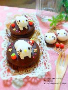 marshmallow  kitty on chocolate pie