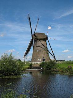 Molens in het veenlandschap. Een poldermolen om land droog te maken. Om, Painting, Wind Spinners, Windmills, Painting Art, Paintings, Painted Canvas, Drawings