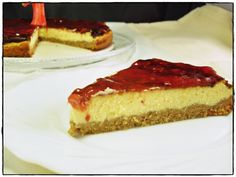 Tarta de afuega´l pitu roxu y almendra | Un segundo mas tarde Cheesecake, Desserts, Food, Strawberry Jam, Almonds, Strawberries, Easy Recipes, Sweet Treats, Second Best