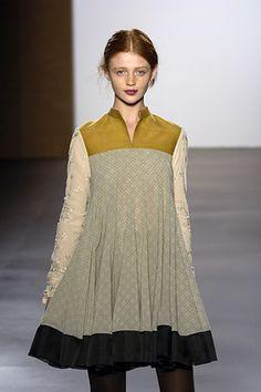 Sabyasachi s/s 2007 | www.newyorkmetro.com (via styleskilling.com» Blog Archive» Favorites From New York Fashion Week)