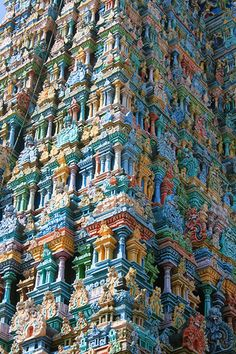 The Hindu Temple as a Model of Fractal Cosmology – Forecasting Architecture with Recursive Instruction - Sri-Meenakshi-Amman-Temple Hindus, Indian Temple Architecture, India Architecture, Temple India, Hindu Temple, History Of India, Old Churches, Environment Concept Art, Place Of Worship