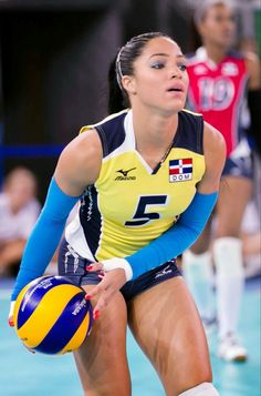 Brenda Castillo, Beautiful Volleyball Player from Dominican Republic - Tibba Volleyball Uniforms, Female Volleyball Players, Volleyball Shorts, Women Volleyball, Beach Volleyball, Volleyball Setter, Athletic Models, Athletic Women, Senior Pics