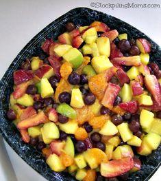 Only need three ingredients to make this Easy Fruit Salad! #fruitsalad #jellofruitsalad
