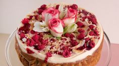 Recipe: Jordan Rondel's orange zest, pear and raspberry cake - Desserts - Kuchen Mini Cakes, Cupcake Cakes, Cupcakes, Delish Cakes, Pear Dessert, Pear Cake, How To Roast Hazelnuts, Sandwich Cake, Raspberry Cake