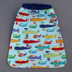 Serviette de table enfants élastiquée Les petits avions Lilooka. Voir ce produit : http://www.lilooka.com/fr/accessoires-enfants-table-serviettes/83-serviette-de-table-enfants-elastiquee-les-petits-avions-lilooka.html