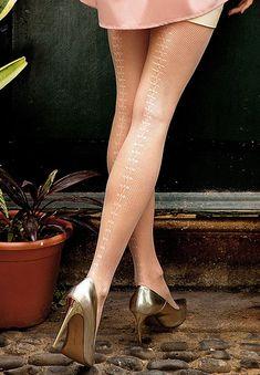 BRIGITTE 11 ażurowe rajstopy ze wzorem z tyłu nóg, różowe, czarne - wzorzyste s1 - SOYELLE.PL-