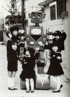 Mr. Kuro 九郎 the Robot with friends – 1970 Inventor: Aizawa Jirou 相澤 二郎