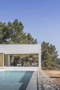 Ca l'Amo - Marià Castelló · Architecture Architecture Design, Contemporary Architecture, Contemporary Homes, Amazing Architecture, Building Process, Ibiza Island, Hotel Ibiza, Wooded Landscaping, Dry Stone