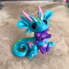I'm finally back to my dragons now that we're settled in the new house. To get me back in the groove I'm making little guys based on the room colors in my home. This one is inspired by my daughter Ember's room 💕 Polymer Clay Dragon, Polymer Clay Figures, Cute Polymer Clay, Cute Clay, Fimo Clay, Polymer Clay Projects, Polymer Clay Jewelry, Biscuit, Dragon Party