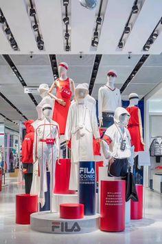 Visual Merchandising Displays, Visual Display, Display Design, Expensive Stones, Clothing Store Design, Mannequin Display, Retail Shop, Retail Design, Design Trends
