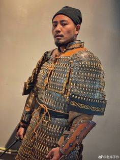 A warrior in a suit of Chinese-Mongol style/Yuan-style lamellar armour.