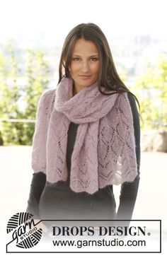 """Free pattern: Knitted DROPS shawl with lace pattern in """"Vivaldi""""."""