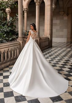 Explore our Wedding Dresses and feel Unique: One bride, One shape, One Unique dress. Discover our Cocktail Gowns from Pronovias. Rembo Styling, Modern Princess, Hollywood Glamour, Vestido Strapless, Cruise Collection, Perfect Wedding Dress, Gatsby, Duke, Bridal
