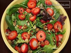 This colorful Strawberry Spinach Salad is perfect to go with your Easter dinner! #Easterdinner #saladrecipes