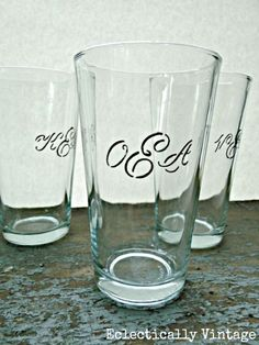so pretty! DIY Monogrammed Drinking Glasses - Pottery Barn has nothing on these (and these are from the Dollar Store)! Craft Gifts, Diy Gifts, Handmade Gifts, Cheap Gifts, Personalized Gifts, Dollar Store Crafts, Dollar Stores, Monogrammed Glasses, Dollar Tree Christmas