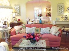 Mod Vintage Life interesting colors of my living room. Modern Shabby Chic, Shabby Chic Homes, Shabby Chic Style, Shaby Chic, Boho Chic, Cottage Living Rooms, Cottage Interiors, My Living Room, Cozy Living