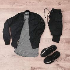 'I dont care, hand on the wheel'Alpha Industries bomber Represent stone gym hoodie Topman teeH&M distressed jeans Nike air Jordan 4 'oreo' Swag Outfits Men, Cool Outfits, Casual Outfits, Men Casual, Converse Outfits, Smart Casual, Tomboy Fashion, Streetwear Fashion, Mens Fashion