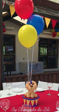 If you are looking for cool kids' party centerpieces, I have a cool idea for you – balloon centerpieces! Clown Party, Circus Carnival Party, Circus Theme Party, Carnival Birthday Parties, Carnival Themes, Circus Birthday, Birthday Party Themes, Circus Baby, Birthday Ideas
