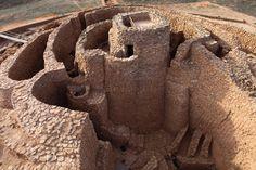 El yacimiento más representativo de la Edad del Bronce en La Mancha (2200-1300 a.C.), dentro de una tipología de asentamiento único en la Prehistoria, las motillas