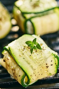Gegrille Zucchini-Ziegenkäse-Päckchen Wer, Cucumber, Finger Foods, Grilling, Food And Drink, Snacks, Vegetables, Drinks, Grilled Bell Peppers