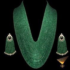 stunning Emerald necklace and polki earrings Emerald Necklace, Emerald Jewelry, Beaded Jewelry, Jewelry Necklaces, Beaded Necklace, Pearl Earrings, Pandora Jewelry, Tassel Earrings, India Jewelry