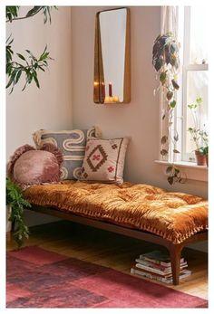 Boho Room, Boho Living Room, Living Room Daybed, Bench In Bedroom, Bedroom Furniture, Living Room Nook, Bed Bench, Apartment Furniture, Furniture Decor
