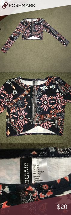 Long Sleeve Crop Top⭐️ FINAL MARKDOWN ADORABLE!! Long sleeve crop top with abstract designs on the shirt! I only wore this one time and then I grew out of it! Adorable with a black shirt or high waisted jeans! No flaws or signs of wear so looks brand new and could be given as a gift(not Randy for views)** Brandy Melville Tops Crop Tops