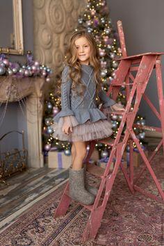 Купить или заказать Вязаное платье серого цветас юбочкой из фатина в интернет-магазине на Ярмарке Мастеров. Вязаное детское платье выполнено из мериносовой полушерсти, которая идеально подходит для детских изделий!Очень теплое,мягкое, нежное!Не колется! Юбочка и манжеты из фатина средней жесткости завершают стильный образ!Платье подойдет для повседневной носки, так же выручит в особых случаях, когда нужно выглядеть нарядно!Смотрится очень стильно и необычно!