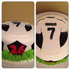 Pastel camizola Cristiano Ronaldo Cristiano Ronaldo Birthday, Ronaldo Soccer, Cristiano Ronaldo 7, Soccer Birthday, 9th Birthday Parties, Birthday Cakes, Soccer Cake, Cupcake Cakes, Cupcakes
