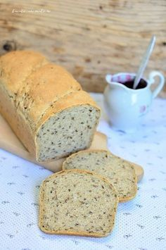 Pâine la tavă cu făină neagră şi seminţe de in My Recipes, Bread Recipes, Cake Recipes, Cooking Recipes, Healthy Recipes, Cooking Bread, Romanian Food, Instant Yeast, Food Cakes