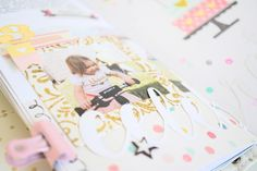 TN Tutorial Scrapbook Werkstatt - Maggie Holmes / Crate Paper `Carousel' - Ulrike Dold Crate Paper, Scrapbook Paper Crafts, Tutorial, Crates, Phone Cases, Album, Times, Tips And Tricks, Shipping Crates