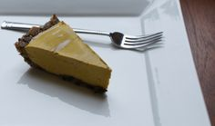 Raw pumpkin pie recipe - A must-have for Thanksgiving! #rawfood #rawfoodrecipes #rawdesserts