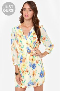 Pleaseeeeee&thankyouuuu ! LULUS Exclusive Tend the Garden Cream Floral Print Dress at Lulus.com!