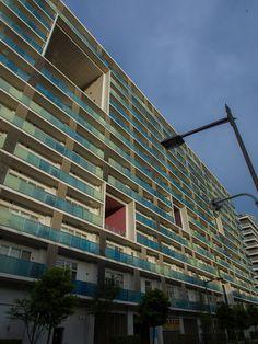 東雲キャナルコートCODAN 5番区/設計組織ADH。  著名建築家が6つの棟をそれぞれ設計したデザイナーズマンション。  それぞれデザインが違っていて面白い。