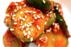 Spicy Korean Cucumber Salad is the perfect side-dish if you are new to Korean cooking. A spicy but sweet and tangy taste to refresh the palate. Korean Side Dishes, Salad Recipes For Dinner, Healthy Salad Recipes, Vegetarian Recipes, Korean Bbq At Home, Korean Food, Korean Kitchen, Korean Cucumber Salad, Korean Cucumber Side Dish