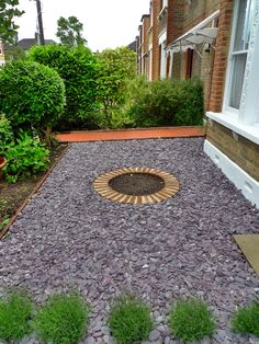 Formal front garden with tile path, slate chippings and lavender.