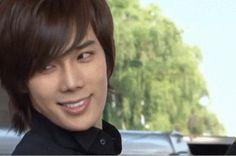 Park Jung Min's smile....just a little on the devilish side