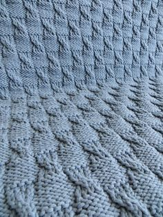 couverture tricot bébé Knitting Stitches, Free Knitting, Baby Knitting, Knitting Patterns, Knitted Baby Blankets, Merino Wool Blanket, Tricot Baby, Art Du Fil, Yarn Inspiration