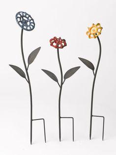 Faucet Handle Flowers, Set of 3 - Alles über den Garten Welding Art Projects, Metal Projects, Metal Crafts, Welding Crafts, Welding Ideas, Craft Projects, Metal Yard Art, Scrap Metal Art, Decorative Garden Stakes