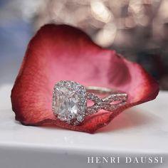 A true classic diamond engagement ring by Henri Daussi #jewellery #diamond #engagementring