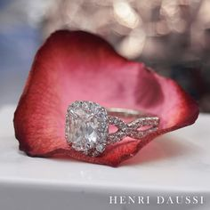 A true classic diamond engagement ring by Henri Daussi #jewellery #diamond #engagementring
