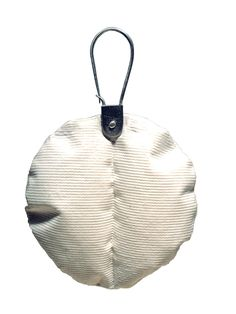 Brooch. Porcelain, silver. 13 x 8 cm. 2006 by Pilar Cotter.