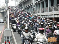 Taipei Bridge | Motorbike is the most common way to commute to work for people in Taipei. Taipei Bridge is the gateway to Taipei City from New Taipei City, and it is crammed with hundreds of motorbikes especially in rush hour (8:00-9:00 am) every day. I used to ride this route to work and it took me 50 minutes to the office by motorbike. At this time, I come here for amazing photos and videos, and feel endless wow .