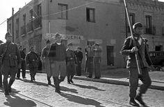 ESPAÑA - GUERRA CIVIL ESPAÑOLA - ZONA REPUBLICANA: MADRID, MARZO DE 1937.- Efectivos de la 21ª brigada mixta desfilan ante sus superiores por las calles del barrio madrileño de Usera durante la Guerra Civil español