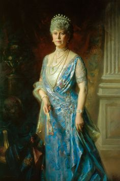 A portrait of Queen Mary, wearing the full version of the Lover's Knot tiara, by Arthur Trevethin Nowell, signed and dated According to the Royal Collection, they think it was commissioned by Queen Mary. Princesa Victoria, Princesa Mary, Elizabeth Ii, Queen Mary Of England, Lovers Knot Tiara, Prinz Philip, English Royal Family, Blue Silk Dress, Herzog