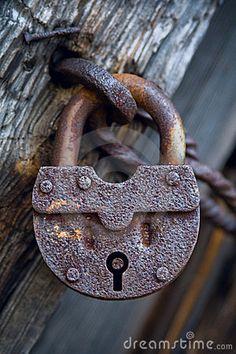 All locks have a key. Old Door Knobs, Door Knobs And Knockers, Door Handles, Under Lock And Key, Key Lock, Antique Keys, Vintage Keys, Old Keys, Rusty Metal