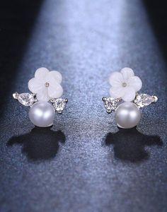 Cercei mireasa Little Flower cu perle Swarovski, Pearl Earrings, Pearls, Jewelry, Flowers, Accessories, Pearl Studs, Jewlery, Jewerly