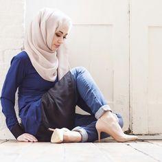Pinned via Nuriyah O. Muslim Women Fashion, Islamic Fashion, Latest Fashion For Women, Modest Dresses, Modest Outfits, Modest Fashion, Modest Clothing, Hijab Style, Hijab Chic