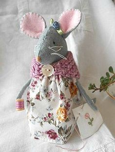 Still one of my favourite mice - made for a friend in France who does beautiful embroidery!